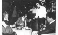 FOTO STORICA: in un noto locale di Reggio Cal. viene servito al tavolo il primo Telefono senza Fili